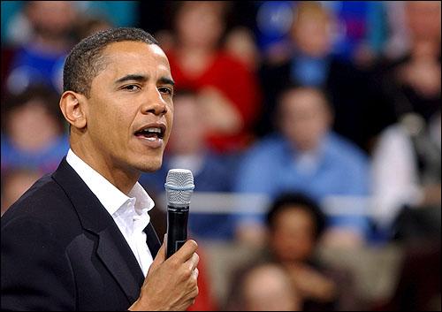 배럭 오바마 미상원의원이 지난 1월 민주당 경선출마를 선언한 다음날 아이오와주 에임스에서 열린 집회에서 연설을 하고 있다.   배럭 오바마 미상원의원이 지난 1월 민주당 경선출마를 선언한 다음날 아이오와주 에임스에서 열린 집회에서 연설을 하고 있다.